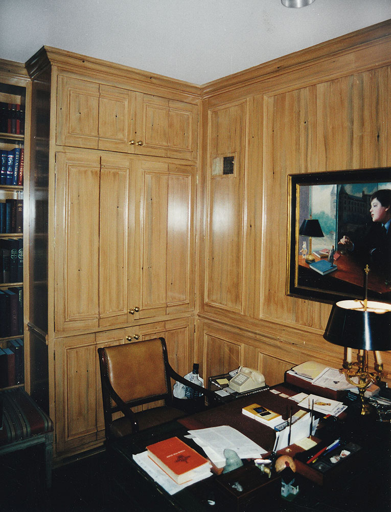 Knotty Pine Woodgrained Library